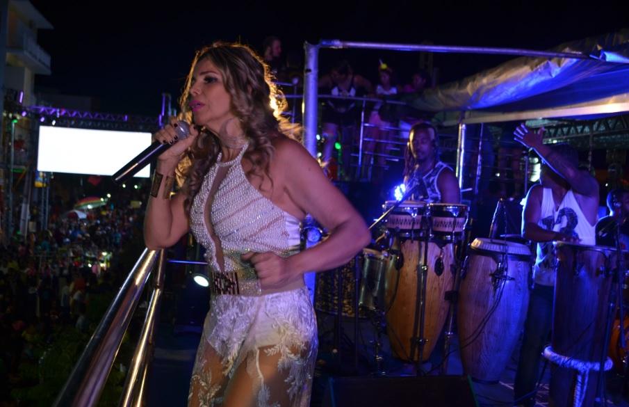 Cantora Marcia Freire