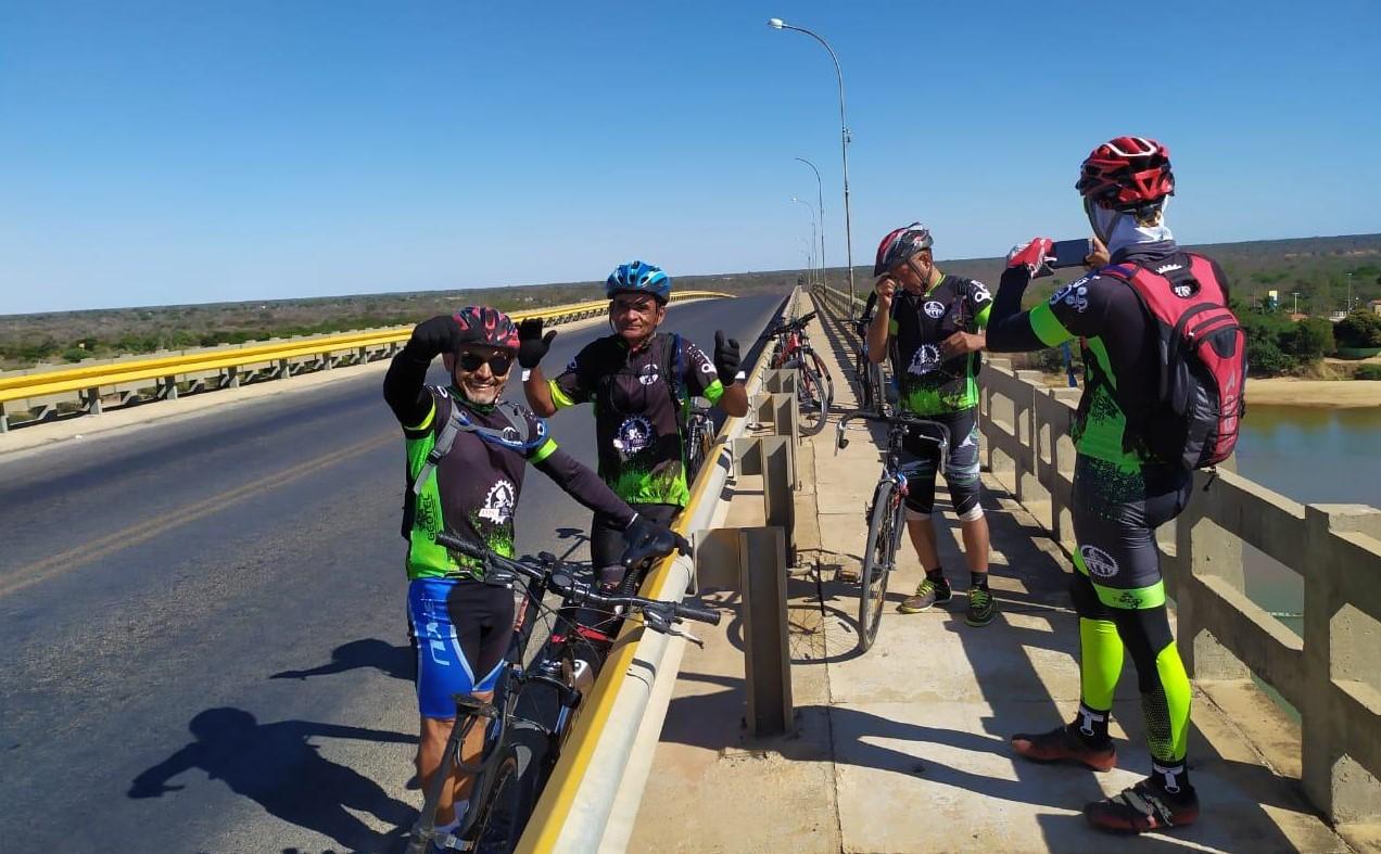 Ciclistas do Grupo Amigos da Bike de Carinhanha 2
