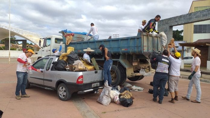 lixo-rio-São-Francisco-Carinhanha2-696x391