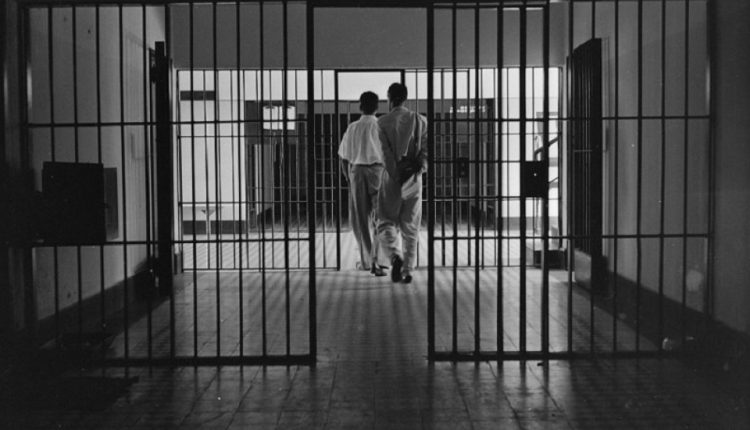 Justiça libera centenas de presos de penitenciárias baianas por ...